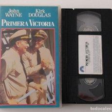 Cine: PELICULA VHS PIMERA VICTORIA - KIRK DOUGLAS - JOHN WAYNE. Lote 269342398