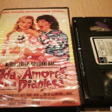 Cine: VIDA Y AMORES DE UNA DIABLESA - MERIL STREEP / ROSEANNE BARR - VHS. Lote 270374563