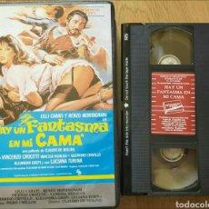 Cine: HAY UN FANTASMA EN MI CAMA VHS LILI CARATI. Lote 277149053
