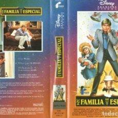 Cine: VHS - UNA FAMILIA MUY ESPECIAL - DISNEY - 1ª EDICION. Lote 289902283