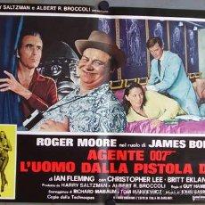 Cine: RD19D EL HOMBRE DE LA PISTOLA DE ORO JAMES BOND 007 ROGER MOORE POSTER ORIGINAL ITALIANO 47X68. Lote 10855703