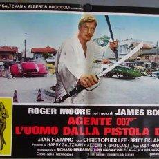 Cine: JA12 EL HOMBRE DE LA PISTOLA DE ORO JAMES BOND 007 ROGER MOORE POSTER ORIGINAL ITALIANO 47X68. Lote 10855704