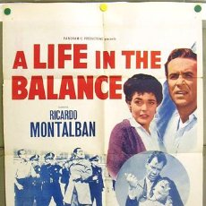 Cine: YW58D A LIFE IN THE BALANCE GEORGES SIMENON ANNE BANCROFT MONTALBAN POSTER ORIG AMERICANO 70X105. Lote 7671898