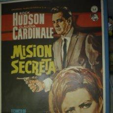 Cine: CARTEL DE CINE DE 1000X700 TITULO MISION SECRETA ROCK HUDSON CLAUDIA CARDINALE. Lote 10896607
