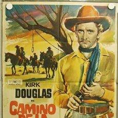 Cine: HI11 CAMINO DE LA HORCA KIRK DOUGLAS VIRGINIA MAYO RAOUL WALSH MAC POSTER ORIGINAL 70X100 ESTRENO. Lote 12379391