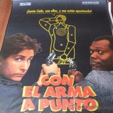 Cine: CON EL ARMA A PUNTO - EMILIO ESTEVEZ, SAMUEL L. JACKSON, JON LOVITZ, TIM CURRY, KATHY IRELAND. Lote 26817174