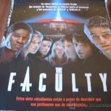Cine: THE FACULTY - ELIJAH WOOD, JOSH HARTNETT,FAMKE JANSSEN, SALMA HAYEK - DIR. ROBERT RODRIGUEZ. Lote 25183384