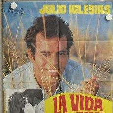 Cine: MK48 LA VIDA SIGUE IGUAL JULIO IGLESIAS INMA DE SANTIS POSTER ORIGINAL 70X100 ESTRENO. Lote 19560083
