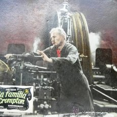 Cine: CARTEL DE CINE DE CARTÓN ANTIGUO (39 X 29 CM): LA FAMILIA CROMPTON . Lote 25263683