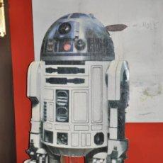 Cine: R2 D2 GRAN CARTEL TROQUELADO DISPLAY STAND UP CARDBOARD. Lote 32827583