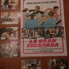 Cine: LA GRAN ESCAPADA (LA CARAPATE) - CARTEL CINE 70X100 + 6 FOTOGRAMAS 28X21. Lote 41291936