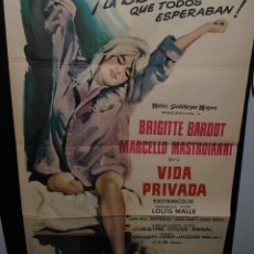 Cine: CARTEL DE CINE ORIGINAL DE LA PELÍCULA BRIGITTE BARDOT EN VIDA PRIVADA, 1962, 70 POR 100CM. Lote 41564061