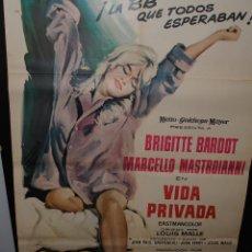 Cine: CARTEL DE CINE ORIGINAL DE LA PELÍCULA VIDA PRIVADA, BRIGITTI BARDOT, 70 POR 100CM. Lote 156916457