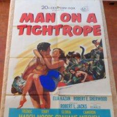 Cine: MAN ON A TIGHTROPE (FUGITIVO DEL TERROR ROJO) PÓSTER ORIGINAL DE LA PELÍCULA, DOBLADO, 1953, MOORE. Lote 42258087