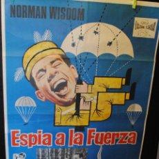 Cine: CARTEL DE CINE ORIGINAL DE LA PELÍCULA ESPÍA A LA FUERZA, 70 POR 100CM. Lote 42258245