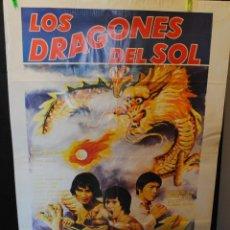 Cine: CARTEL DE CINE ORIGINAL DE LA PELÍCULA LOS DRAGONES DEL SOL, 70 POR 100CM. Lote 42258798