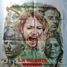 Cine: PÓSTER ORIGINAL LA MUERTE RONDA A MÓNICA (1977). Lote 42727386