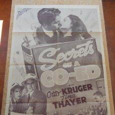 Cine: SECRETS OF A CO-ED PÓSTER ORIGINAL DE LA PELÍCULA, ORIGINAL, DOBLADO, REPRODUCCIÓN DE 1948, U.S.A.. Lote 43656915