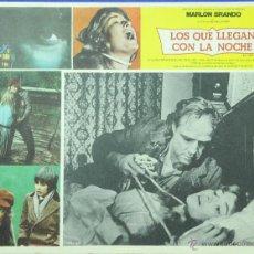 Cine: LOS QUE LLEGAN CON LA NOCHE (MARLON BRANDO) - LOBBY CARD - MINI POSTER - TERROR - ORIGINAL. Lote 43899357