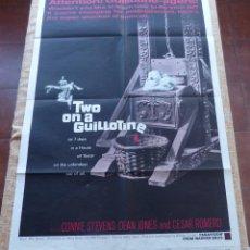 Cine: TWO ON A GUILLOTINE PÓSTER ORIGINAL DE LA PELÍCULA, ORIGINAL, DOBLADO, AÑO 1965, HECHO EN U.S.A.. Lote 44125136