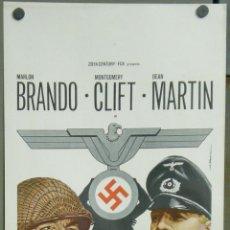 Cine: VA22 EL BAILE DE LOS MALDITOS MARLON BRANDO MONTY CLIFT DEAN MARTIN POSTER ORIGINAL ITALIANO 33X70. Lote 45281143
