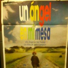 Cine: UN ANGEL EN MI MESA 1990 CARTEL 100 CM X 70 CM. Lote 45646979