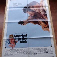 Cine: MARRIED TO THE MOB PÓSTER ORIGINAL DE LA PELÍCULA, ORIGINAL, DOBLADO, AÑO 1988, HECHO EN U.S.A.. Lote 46051694