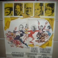 Cine: 8 EN FUGA BOB HOPE SHIRLEY EATON POSTER ORIGINAL 70X100 YY (819). Lote 46131445