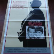 Cine: THE TROUBLE WITH HARRY PÓSTER ORIGINAL DE LA PELÍCULA, AÑO R1983, DOBLADO, ORIGINAL, HECHO EN U.S.A.. Lote 46567905
