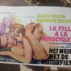 Cine: ALAIN DELON CARTEL BELGA DE LA PELICULA LA FILLE A LA MOTOCYCLETTE 34 X 54 CTMS.. Lote 48224633