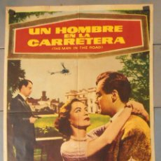 Cine: (13820) UN HOMBRE EN LA CARRETERA,DEREK FARR,ELLA RAINES,CARTEL DE CINE ORIGINAL 70X100 APROX,CONSER. Lote 50301347
