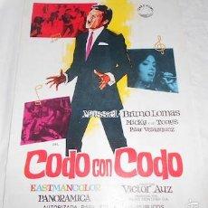 Cine: PEQUEÑO CARTEL DE LA PELÍCULA CODO CON CODO, CON BRUNO LOMAS Y MASSIEL, ÍZARO FILMS. Lote 55150014