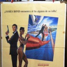Cine: CARTEL DE CINE PANORAMA PARA MATAR JAMES BOND 007 ROGER MOORE GRACE JONES. Lote 57575993
