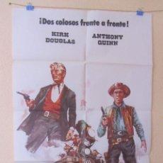 Cine: CINE - EL ULTIMO TREN A GUN HILL - KIRK DOUGLAS Y ANTHONY QUINN - CARTEL ORIGINAL - 100 X 70 CM. Lote 58264864