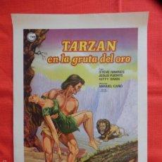 Cine: TARZAN EN LA GRUTA DEL ORO, CARTELITO 24X34CMS. CARTONCILLO FINO SATINADO, STEVE HAWKES JESUS PUENTE. Lote 60272331