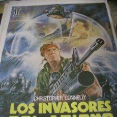 Cine: PÓSTER DE CINE ORIGINAL 70X100CM LOS INVASORES DEL ABISMO. Lote 66183362