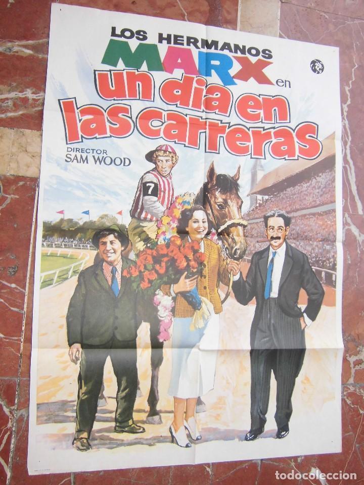 LOS HERMANOS MARX CARTEL DE LA PELICULA UN DIA EN LAS CARRERAS ECHO EN ESPAÑA 70 X 100 CTMS. (Cine - Posters y Carteles - Comedia)