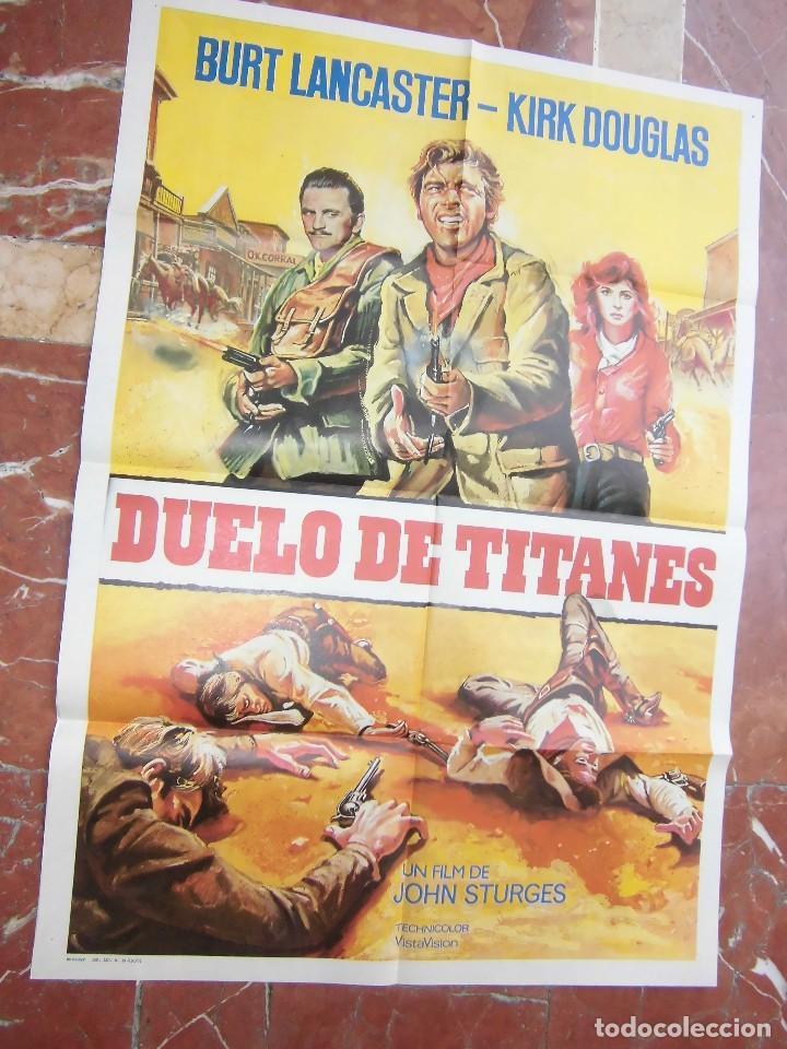 BURT LANCASTER / KIRK DOUGLAS CARTEL DE LA PELICULA DUELO DE TITANES ECHO EN ESPAÑA 70 X 100 CTMS. (Cine - Posters y Carteles - Comedia)