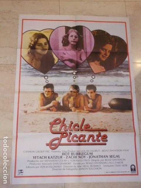 POSTER PELICULA CHICLE PICANTE CARTEL TAMAÑO APROXIMADO 95X65 CM. (Cine - Posters y Carteles - Comedia)