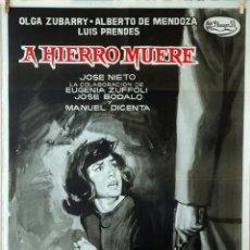 Cine: A HIERRO MUERE. JOSÉ NIETO-MANUEL MUR OTI. CARTEL ORIGINAL 1962. 70X100. Lote 79042965