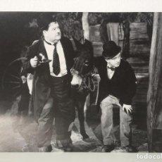 Cine: PÓSTER-FOTOGRAFÍA DE LA PELÍCULA WAY OUT WEST (LAUREL Y HARDY EN EL OESTE) 1937 METRO-GOLDWYN-MAYER. Lote 89100240