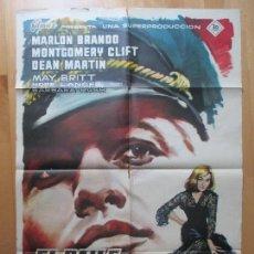 Cine: CARTEL CINE, EL BAILE DE LOS MALDITOS, MARLON BRANDO, MONTGOMERY CLIFT, MCP, 1960, C995. Lote 98472215