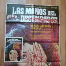 Cine: B--POSTER Y GUIA DE LA PELICULA --LAS MANOS DEL DESTRIPADOR. Lote 138062290