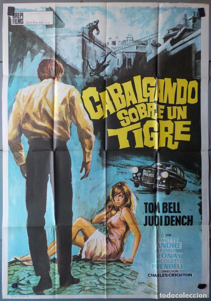 (N257) CABALGANDO SOBRE UN TIGRE, TOM BELL,JUDY DENCH, CARTEL DE CINE ORIGINAL 100X70 CM APROX (Cine - Posters y Carteles - Acción)