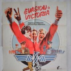 Cine: CARTEL CINE, EVASIÓN O VICTORIA. SYLVESTER STALLONE-MICHAEL KANE, PELE, POSTER ORIGINAL 100X70 1981. Lote 103101555