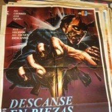 Cine: DESCANSE EN PIEZAS. CARTEL DE CINE-MOVIE POSTER. 100X70 CM APROX.. Lote 109464995