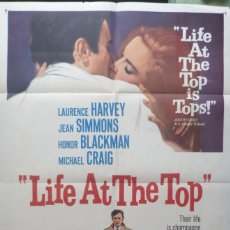 Cine: LIFE AT THE TOP MOVIE POSTER,ORIGINAL,1966,FOLDED,LAURENCE HARVEY.. Lote 109995407