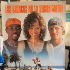 Cine: POSTER LOS BLANCOS NO LA SABEN METER 70X100 ORIGINAL CINE. Lote 115374920