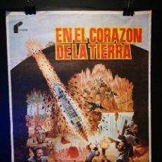 Cine: ORIGINAL POSTER CARTEL DE CINE EN EL CORAZON DE LA TIERRA 70 X 100. Lote 120288175