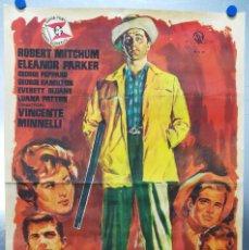 Cine: CON EL LLEGO EL ESCANDALO. ROBERT MITCHUM, ELEANOR PARKER, GEORGE HAMILTON. AÑO 1961. Lote 121967987